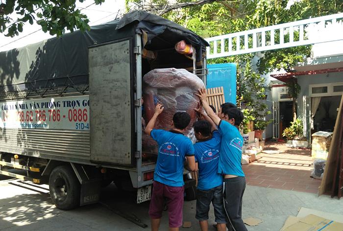 Xe tải dịch vụ chuyển nhà quận 1 TPHCM tại Chuyển nhà Tiến Đạt